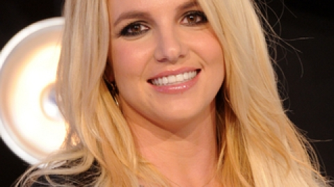 Britney Spears Spills On Her Beauty Icon! | StyleCaster