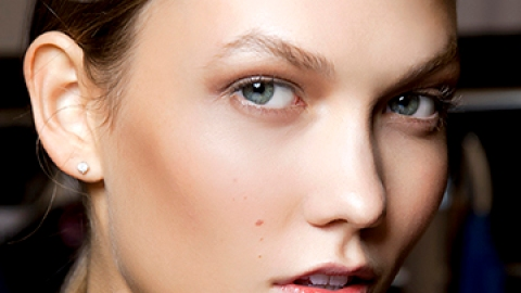How to Wear Bronzer Even If You're Pale | StyleCaster