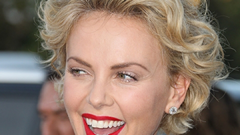 25 of Charlize Theron's Best Looks | StyleCaster
