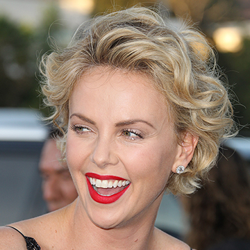 25 Of Charlize Theron S Best Beauty Looks Stylecaster