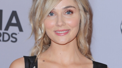 News: Why Clare Bowen Cut Her Hair   StyleCaster