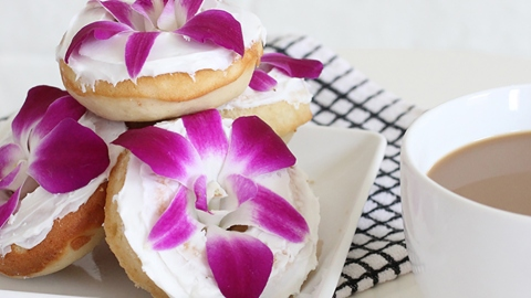 How to Make Edible-Flower Doughnuts That Are Practically Made for Instagram | StyleCaster
