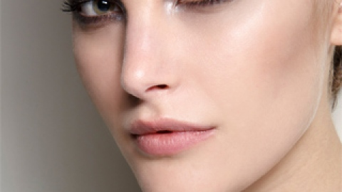 5 Tricks for Perfecting Makeup On Dry Skin   StyleCaster
