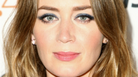 Get Emily Blunt's Striking Blue Eyeliner   StyleCaster