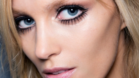 How to Apply Fake Lashes Like a Pro | StyleCaster