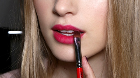The Fall 2014 Lipstick Colors Every Girl Should Try | StyleCaster