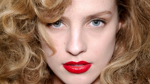 The Best Serums To Tame Your Frizzy Hair | StyleCaster