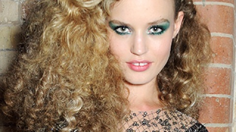 """Would You Wear """"Disco Curls""""? Big Hair is Having a Moment 