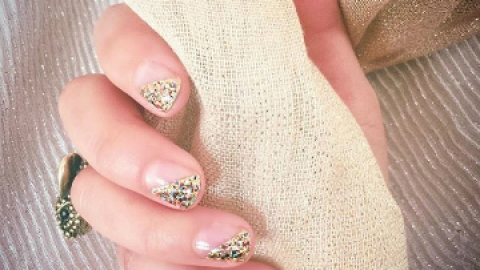 How to Rock Glitter Nails Like an Adult | StyleCaster