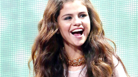 Hair Crush: Selena Gomez Has Us Itching Throw Out Our Hair Straightener   StyleCaster