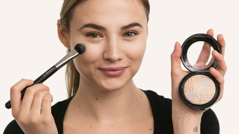 How to Highlight Your Face in Under 30 Seconds: Video  | StyleCaster