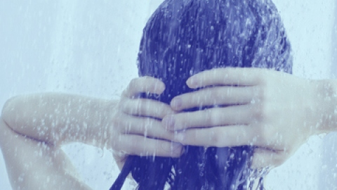 Are Hot Showers REALLY Bad for Your Skin?   StyleCaster