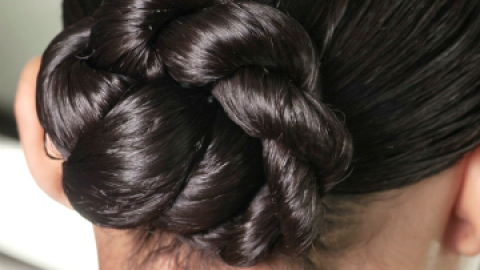 How to Master a Quick and Easy Bun | StyleCaster