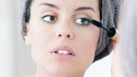 You're Doing It Wrong: Applying Mascara | StyleCaster
