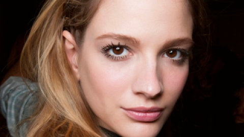 10 Weird Frizz-Fighting Tips That Actually Work | StyleCaster