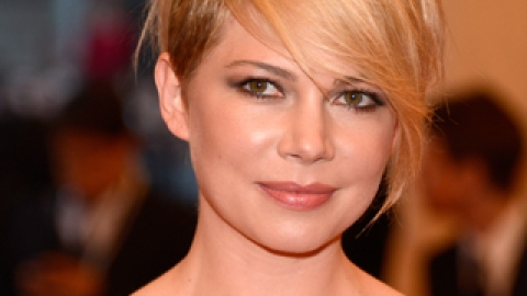 "Can This LED ""Time Machine"" Give You Ageless Skin Like Michelle Williams'? 