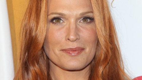 Molly Sims Goes Red (and Reveals the Celeb Inspiration Behind Her New Look) | StyleCaster