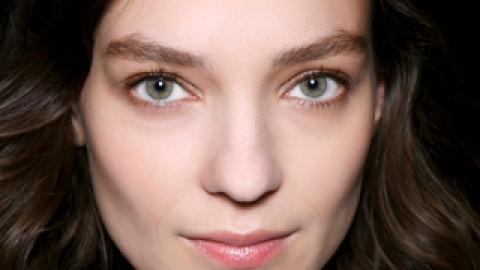 How to Camouflage Thinning Hair | StyleCaster