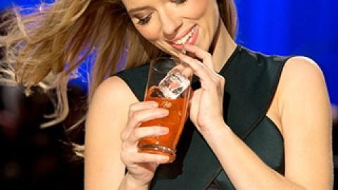 News: Scarlett Johansson's Gorgeous Makeup; How to Recreate Beyoncé's Grammys Look | StyleCaster