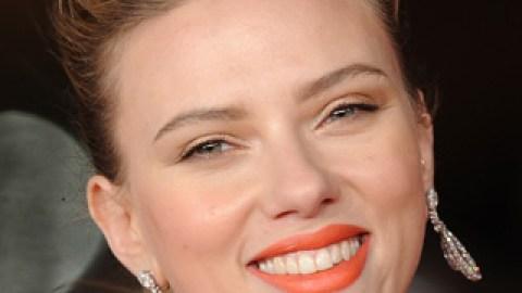 Scarlett Johansson's Coral Lipstick: Get Her Premiere Look   StyleCaster