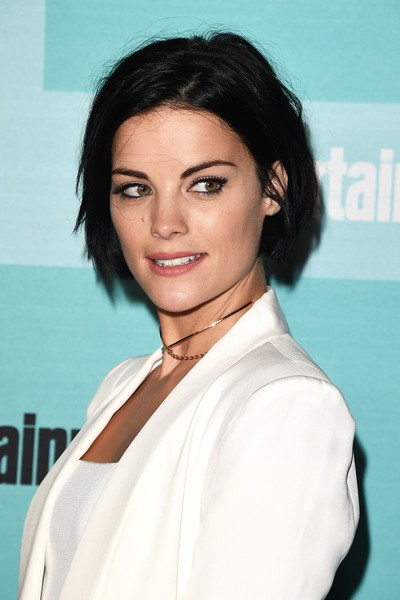 10 Ideas For Growing Out Short Hair Stylecaster
