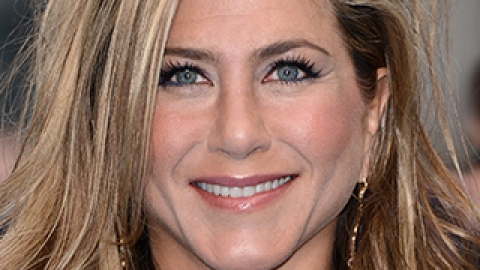 Jennifer Aniston Shows Off the Hairstyle of the Summer | StyleCaster