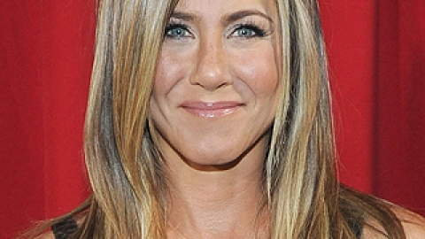Jennifer Aniston Did WHAT To Her Hair?   StyleCaster