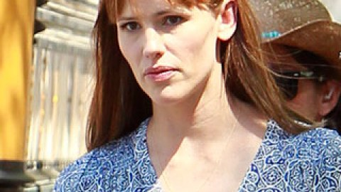 News: See Jennifer Garner's New Bangs; How to Get a Job the Beauty Industry | StyleCaster