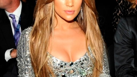 Jennifer Lopez Sells Gifts From Marc Anthony | StyleCaster