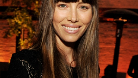 The Pros and Cons of Blunt Bangs | StyleCaster
