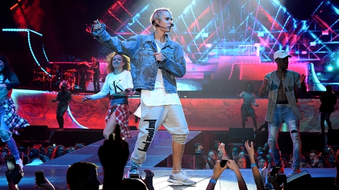 A Dispatch from the Front Lines of Justin Bieber's 'Purpose Tour' Pop-Up Shop | StyleCaster