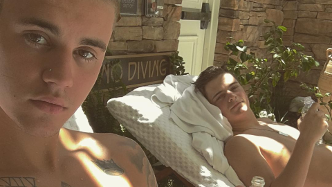 How Justin Bieber Does Vacation: Roof-Diving, Camping, and Naked Lake-Gazing   StyleCaster