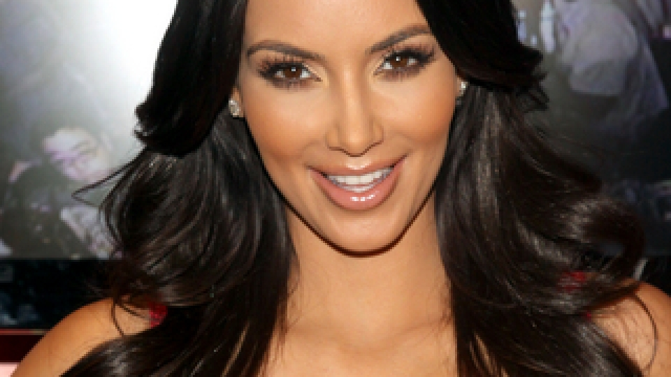 Get Kim Kardashian's Lush Lashes | StyleCaster