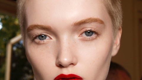 Would You Try Color-Changing Lipstick?   StyleCaster