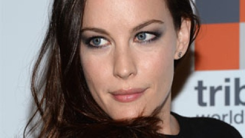 Combo We Love: Blue Eyes and Black Eye Shadow | StyleCaster