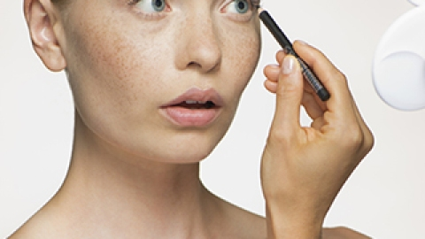 3 Signs It Might Be Time to Break Up with Your Makeup | StyleCaster