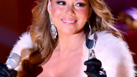 Mariah Carey's Best Holiday Looks | StyleCaster