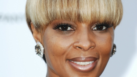 Mary J. Blige Accessorizes With Fragrance   StyleCaster