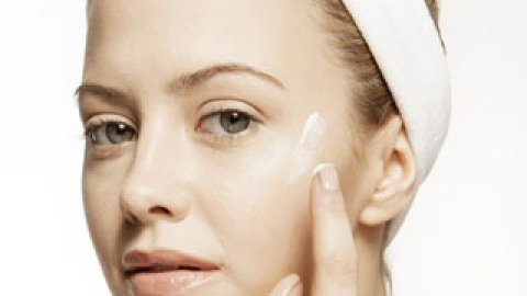 How to (Correctly) Apply Topical Acne Medication   StyleCaster