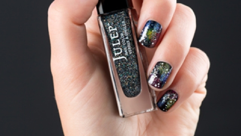 DIY This Surprisingly Easy Celestial Mani   StyleCaster
