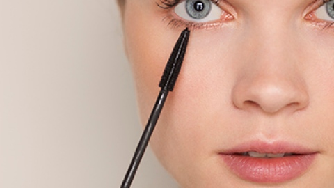 5 Reasons to Try Natural Mascara Immediately | StyleCaster