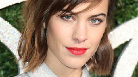 News: Alexa Chung Switches It Up; 100 Years of Makeovers   StyleCaster