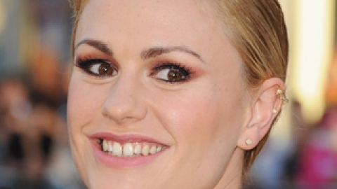News: Anna Paquin Goes Purple; The History of Nail Art | StyleCaster