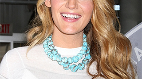 News: Blake Lively Shows Off Dark Roots; How to Make Your Hair Dry Faster   StyleCaster