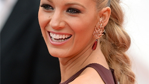 News: Blake Lively's Cannes Braid; Get Rid of Acne Scars | StyleCaster