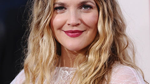News: Drew Barrymore Really Is Just Like Us; One Direction Tries Out Their New Makeup | StyleCaster