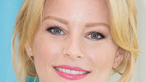 News: Elizabeth Banks Talks Natural Beauty; The Future of Hair Color | StyleCaster