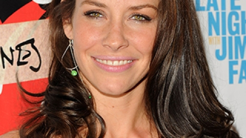 News: Evangeline Lilly's Major Makeover; How to Wear Metallic Eyeshadow | StyleCaster