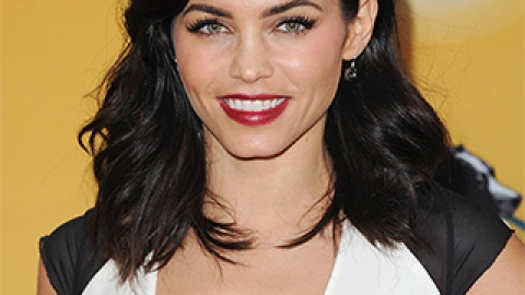"News: Jenna Dewan's Funny Face Mask; DIY the ""Cool Girl"" Blowout 