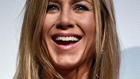 News: Jennifer Aniston's New Brunette Look; Beat Bloat for Bikini Season | StyleCaster